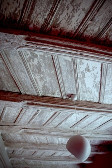 Wonderful beamed ceiling - early 15c.